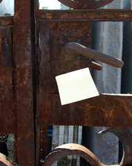 Gate handle and post-it