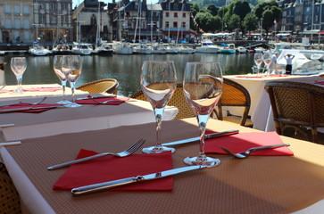 Restaurant avec vue sur le port à Honfleur