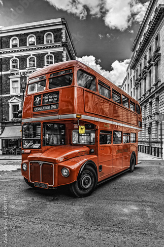 Foto op Aluminium Londen rode bus Double Decker London bitonal