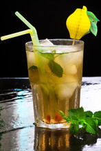 Thé vert glacé aromatisé à la menthe