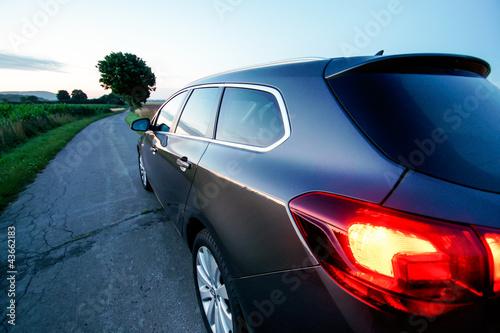 Limousine im Sonnenaufgang