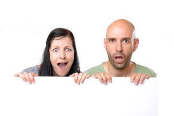 Paar mit Werbeschild
