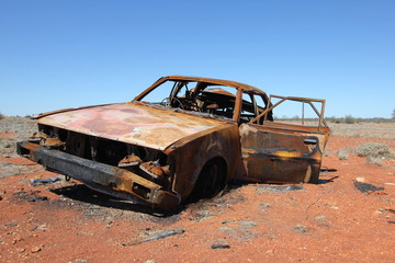 Voiture dans le désert australien