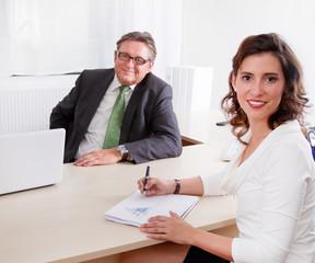 Der Chef und seine Angestellte
