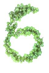 Zahl 6 aus Weintrauben
