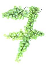 Zahl 7 aus Weintrauben