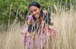 Wunderhübsche Frau im Dirndl in der Natur