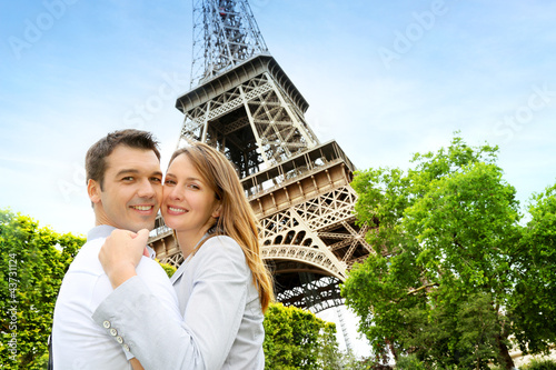 Couple embracing each other in front of the Eiffel tower