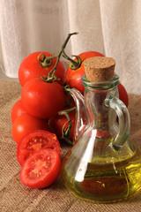 Aceite de oliva con tomates