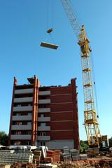 Строительство кирпичного многоэтажного дома.