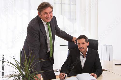 Zwei erfolgreiche Männer