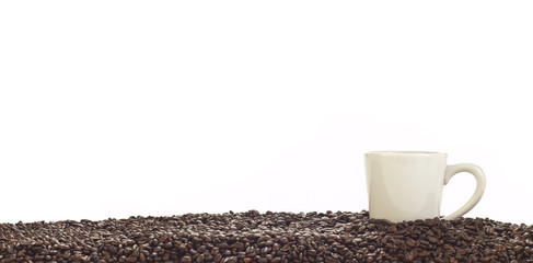 Panoramic of coffee cup and whole beans