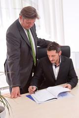 Der Chef und sein Angestellter