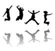 Jubelnde und springende junge Menschen
