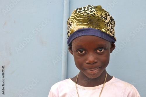 Fotobehang Overige Afrikanisches Mädchen mit Mütze