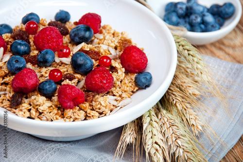 Muesli with raspberries, blueberries, beans and raisins - 43810156