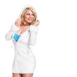junge blonde Frau im blauweißen Minikleid in Winteroptik
