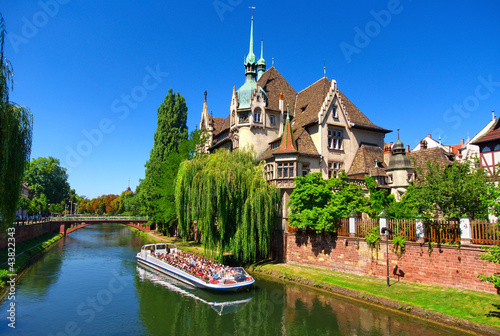 Leinwanddruck Bild Bateau mouche à Strasbourg