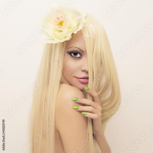 Leinwanddruck Bild Beautiful lady with magnificent hair