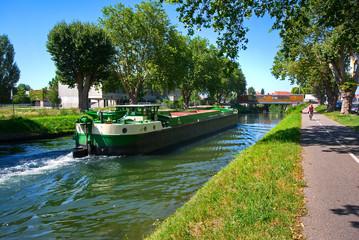 Péniche sur le Canal de la Bruche à Strasbourg
