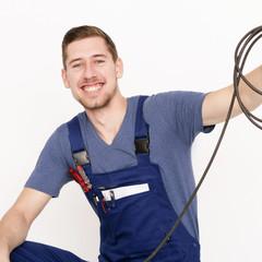Elektriker mit Kabel