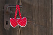 Zwei Rote Herzen an der Türklinke