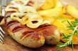 Bratwurst mit Rosmarinkartoffeln