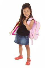 enfant avec sac à dos en route pour l'école