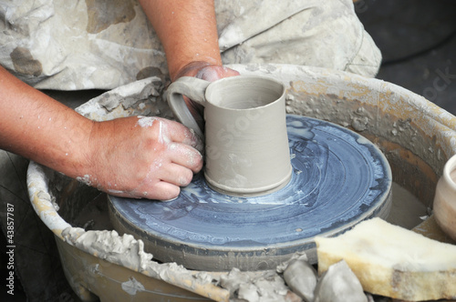 molding  a vase