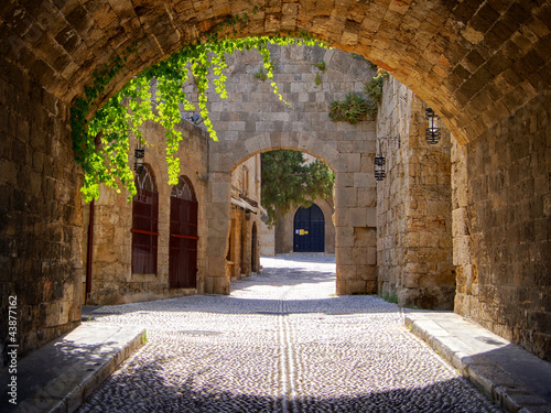 Poster Medieval arched street in the old town of Rhodes, Greece