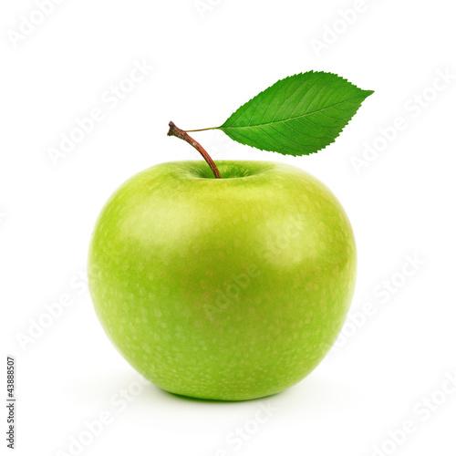 Zielony jabłko z liściem odizolowywającym na białym tle