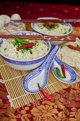 Asiatische Nudelsuppe mit Chilis