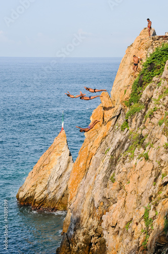 Acapulco cliffs divers