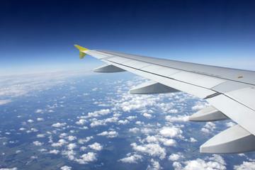 Tragfläche eines Flugzeugs während Flug