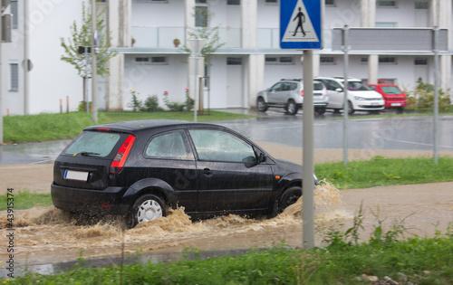 Leinwandbild Motiv Überschwemmte Straße