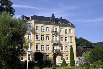 Südländisches Mehrfamilienhaus