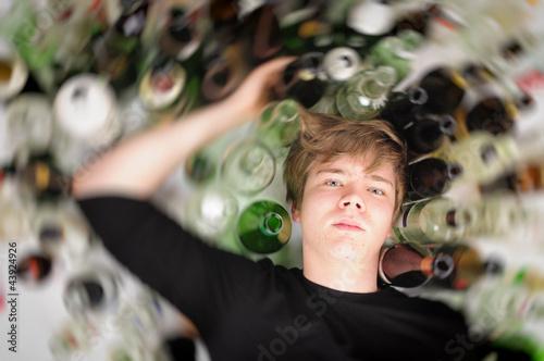 Leinwandbild Motiv Junger Alkoholiker