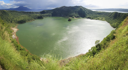 taal volcano crater lake tagaytay philippines