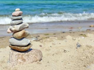 Steinturm am Meer
