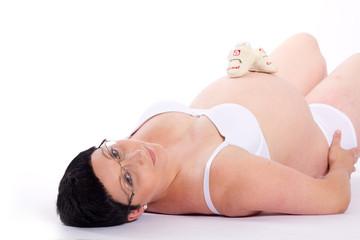 Schräg liegende Schwangere