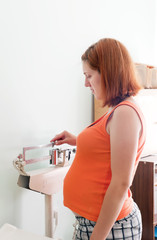 Pregnant  weighs in the scales