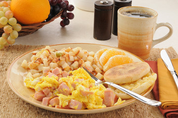 Scrambled eggs with ham and hash browns