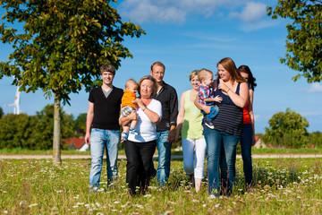 Familie, Generationen, Mehrgenerationenfamilie, kinderreich, Mut