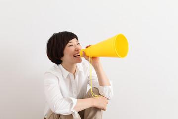 日本人女性メガホン応援