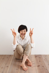 日本人女性ピース