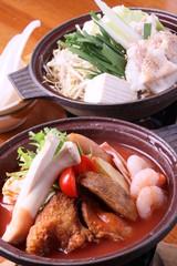 トマト洋風鍋とモツ鍋