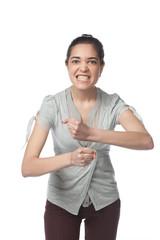 Негативный жест и эмоция молодой девушки на белом фоне