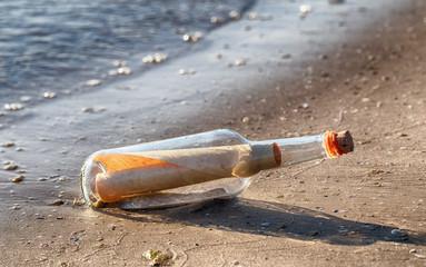 Flaschenpost Am Strand (I)