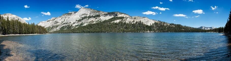 Panorama d'un lac de Yosemite parc