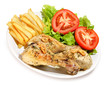 Menú de pollo con patatas y ensalada.